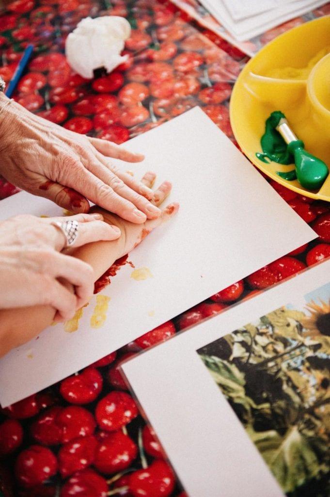 Magna Kids World Foto von Kinderhände